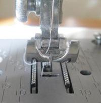 Как выбрать швейную машину? Транспортер ткани.