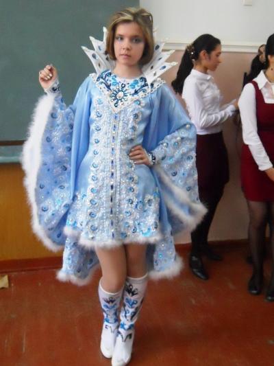 Костюм снежной королевы для девочки своими руками фото